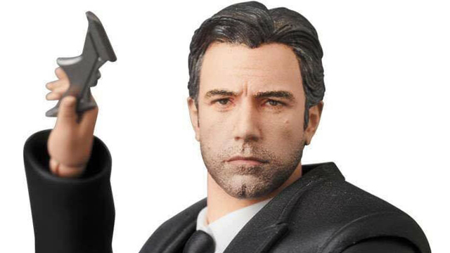 mafex-batman-bruce-wayne-action-figure