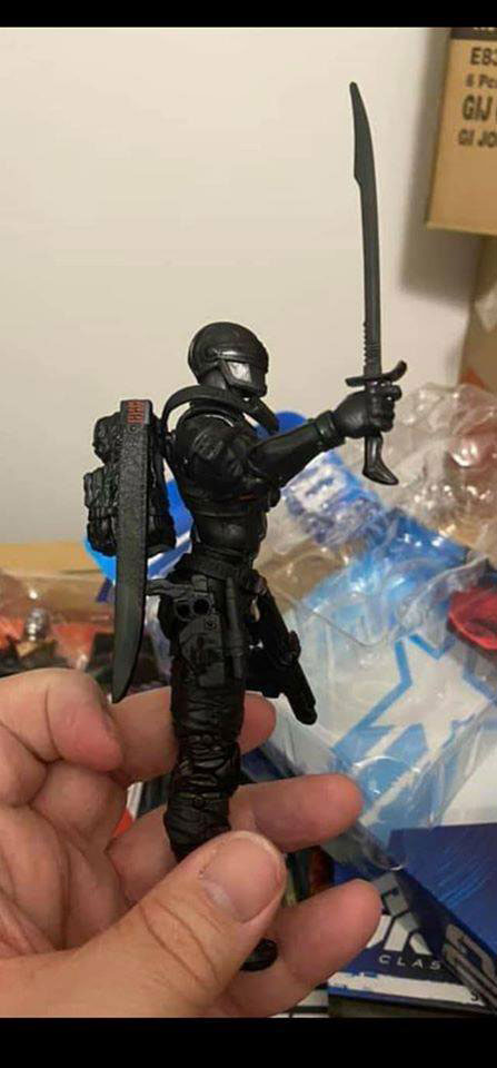 gi-joe-classified-snake-eyes-regular-retail-all-black-action-figure-in-hand-3