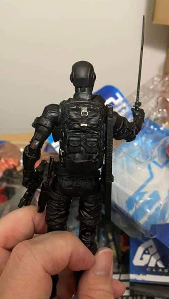 gi-joe-classified-snake-eyes-retail-all-black-version-in-hand-back-view